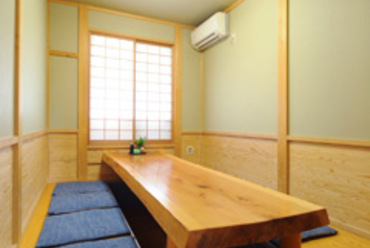会食やお子様連れのお客様もゆったりと過ごせる個室