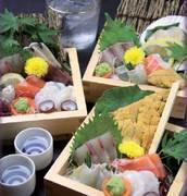 代表自らがその日の朝に仕入れた新鮮の旬の魚介を日替わりでご提供致します。ぜひご賞味下さい。
