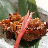各地の厳選した地鶏を炭火で焼きあげた美味しさ