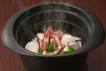 魚介をたっぷり、ツヤツヤもちもちの『海の土鍋ごはん』