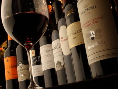 種類豊富なワインがグラス、デキャンタで楽します!