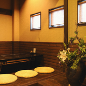 2階は個室に掘りごたつで雰囲気ある落ち着いた空間が自慢。