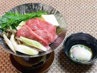 温泉卵でまろやかに味わう長崎牛の『すき焼き』