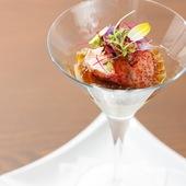 野菜の存在感が引き立つ『トウモロコシのパンナコッタとオマール海老のカクテル』