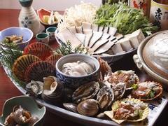 """活貝・海老料理""""満潮""""自慢の松コースで、伊勢えび・海賊焼きをお楽しみ下さい。"""