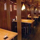 昭和レトロ感漂う【屋台】をイメージした店内で楽しいひと時を!