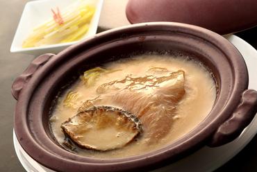 高級食材の豪華共演『アワビとフカヒレの姿煮』
