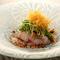 胡麻の風味と香り豊かな薬味と味わう『天然鯛のお刺身サラダ』