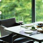 緑の拝啓とワイン 心地よい空間の店内