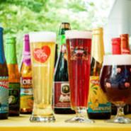 当店の自慢は何と言ってもNHK「世界はほしいモノにあふれてる」でも特集された直接買い付けのベルギービール。自慢のビールはもちろんのこと、肉料理と相性ぴったりの赤ワイン、魚介を引き立てる白ワインも。