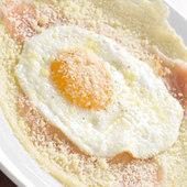 ガレット(そば粉のクレープ) フライドエッグとチーズ