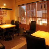 プライベート感のあるテーブル席(写真は「ニパチ住吉店」)