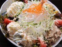 女性に大人気のサラダ、いろんな味が味わえておトクです!