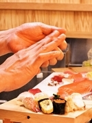 職人が握る本格寿司