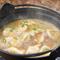 鶏がらに黒マー油が効いた、パンチと滋み深さ『名代 炊餃子』<一人前>