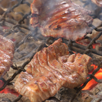 絶妙な焼き加減でご提供する「牛たん炭焼」