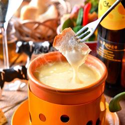 看板メニュー『とろ~り濃厚チーズフォンデュ』をはじめ、シェフおすすめの本格イタリアンをカジュアルに◎