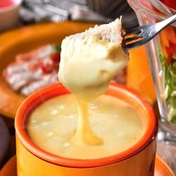 女子会のためだけにご用意したスペシャルプランは、みんな大好きとろ~りチーズフォンデュ付