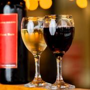 【Glass】 ●ハウスワイン(赤・白) ●スパークリングワイン(白・ロゼ)