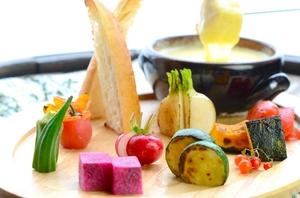 蒸してあるから美味しい『農園野菜のせいろ蒸しチーズフォンデュ』