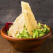 究極のシーザーサラダ!チーズの旨味がストレートに味わえる逸品。