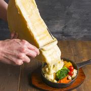 芳香な香りのラクレットチーズをとろーりかけてみませんか?