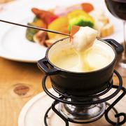 お肉&お野菜をオリジナルの熱々自家製クリーミーチーズソースをたっぷりと付けて