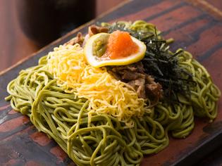 郷土料理を華やかに仕上げた『kawara名物 瓦そば』