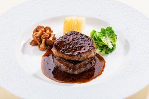 シェ松尾のスペシャリテ『牛フィレ肉のロッシーニ フォアグラ添え トリュフソース』