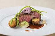 3種類のピュレがお肉の旨みを引き立ててくれる『仔羊背肉のロティ』
