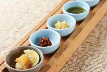 みやざき地頭鶏 骨付き塚田焼(薬味5種盛り付き)