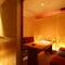 少人数で利用できる半個室や、扉付きの完全個室を完備