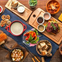 3時間飲み放題付7品★チーズフォンデュはもちろん、お肉&チーズの魅力が詰まった人気プランです!