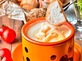 自家製チーズフォンデュソースと新鮮野菜にこだわりあり!