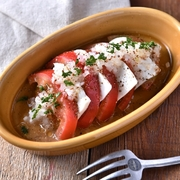 契約漁港から毎日仕入れる旬の鮮魚をふんだんに使用した自慢のカルパッチョ。脂の乗った鮮魚もバルサミコ風味で爽やかな味わいに!見た目も美しく、美味しくお洒落に仕上げました。