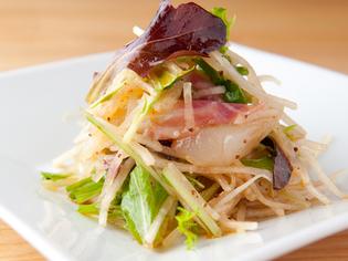 彩りも美しく目でも楽しめる『白身魚サラダ仕立て』