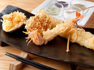 貝ガラごとダイナミックに揚げた『蛤の姿揚げ』