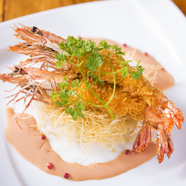 洋食の代表のハンバーグと海老フライが一緒に召しあがれる、「大人のお子様ランチ」です。