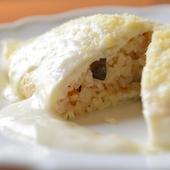卵からチキンライス、ソースまでが白い『純白のオムライス』