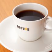 高品質なコーヒーを提供するため、焙煎方法や水にもこだわる