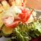 季節の野菜や肉、海の幸のグリルを豪快に堪能