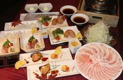 黒豚しゃぶしゃぶをメインに、逸品料理も楽しめる人気の宴会コース!しゃぶしゃぶの〆は「蕎麦」
