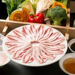 野菜は、新鮮な名古屋産のものをふんだんに使っています。厳選黒豚のバラ肉は甘味が強く、蒸す事で旨みが野菜に移っていきます。自家製のポン酢、そばつゆでどうぞ。 *名古屋産『小松菜』・『ほうれん草』・『ブロッコリー』・『キャベツ』使用