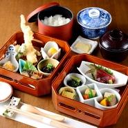 色々なお料理を少しずつ味わえます。 茶碗蒸し・ご飯・留椀・香の物付き