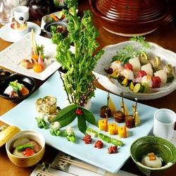 各種宴会に2時間飲み放題付き、大皿にお料理を盛り込んださくまの宴会用プランです。 税込特別価格です。