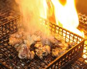 噛むほどに旨みのほとばしる親鶏もも肉。宮崎名物もも焼きで。 ※2~3名様でお楽しみください。