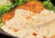 鶏白湯スープで炊いた特製の餃子です。