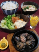 ・霧島鶏のもも焼き ・チキン南蛮 ・冷や汁 ・香の物 ・季節のデザート