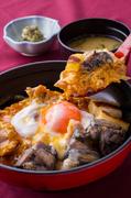 【お料理内容】 親子丼 サラダ 味噌汁 香の物