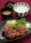 【お料理内容】 鶏もも肉の唐揚げ ご飯 味噌汁 香の物